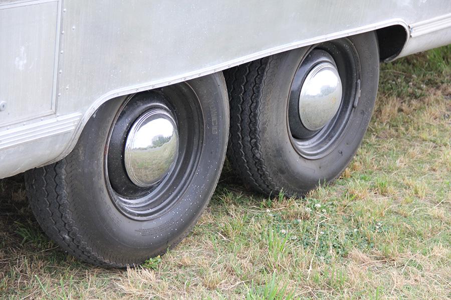 純正ホイールにトラックタイヤ